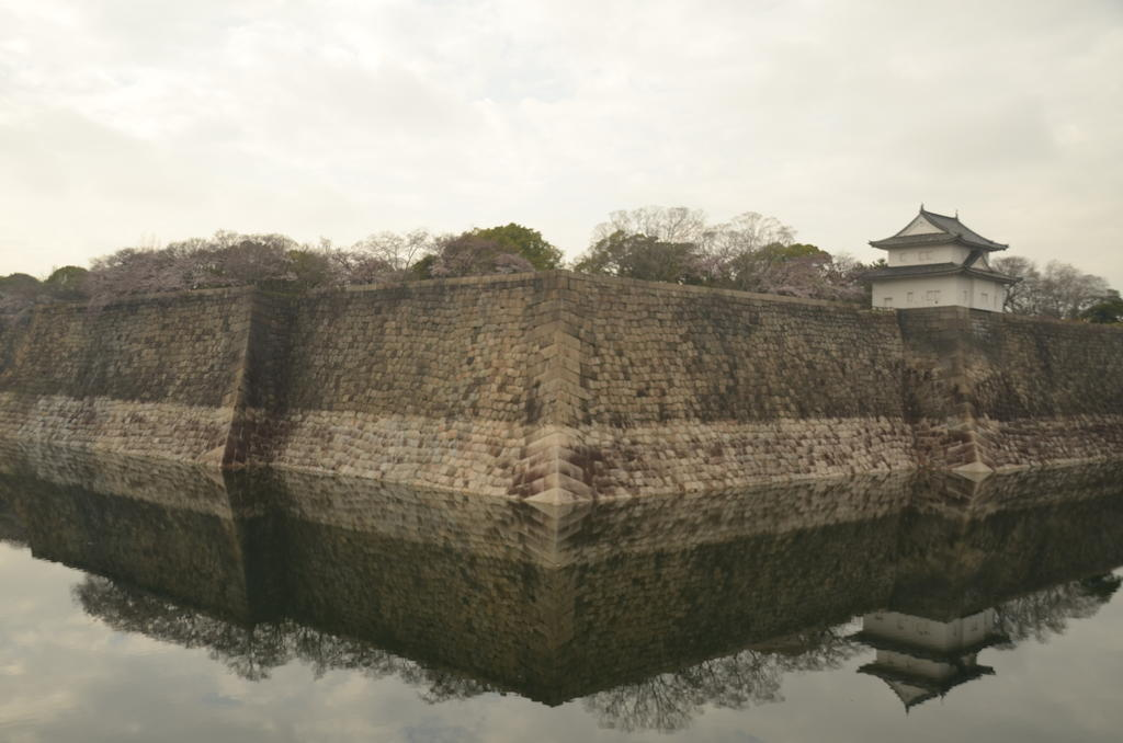 Arrivant au château d'Osaka